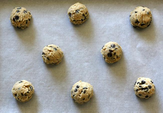 Gluten-free-Chocolate-Chip-Cookie-Dough-balls.jpg